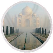 Taj Mahal At Sunrise 02 Round Beach Towel
