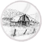 Tennessee Hills With Barn Round Beach Towel