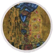 Round Beach Towel featuring the painting The Alien Kiss By Blastoff Klimt by Similar Alien