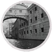 The Bridge Of Sighs, Venice, Italy Round Beach Towel