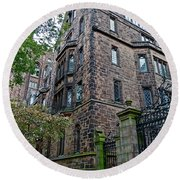The Gates Of Yale Round Beach Towel