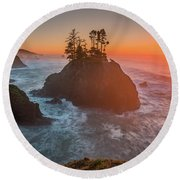 Round Beach Towel featuring the photograph The Golden Sunset Of Oregon Coast by William Lee