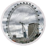 Round Beach Towel featuring the photograph The London Eye by Alan Toepfer
