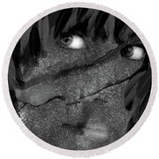 The Maiden And The Crow Bw Round Beach Towel