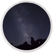 The Milky Way Over Turret Arch Round Beach Towel