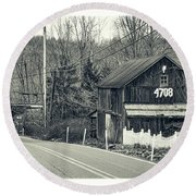 Round Beach Towel featuring the photograph The Old Barn by Mark Dodd