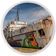 Round Beach Towel featuring the photograph The Old Duke by Adrian Evans
