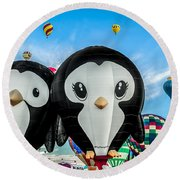 Puddles And Splash - The Penguin Hot Air Balloons Round Beach Towel