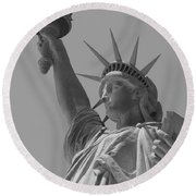 The Statue Of Liberty In New York City 4 Bw Round Beach Towel