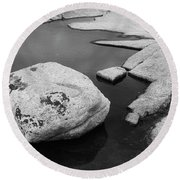 Tide Pool Boulder Round Beach Towel