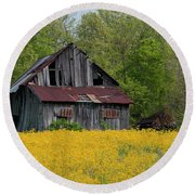 Tired Indiana Barn - D010095 Round Beach Towel