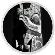 Totem Black And White Round Beach Towel