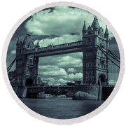 Tower Bridge Bw Round Beach Towel
