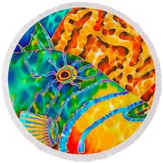 Triggerfish And Brain Coral Round Beach Towel