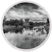 Trim Castle And The River Boyne Round Beach Towel