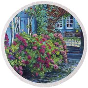 Tudor Hydrangea Garden Round Beach Towel