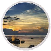 Turbulences Round Beach Towel