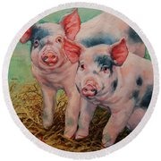 Two Little Pigs  Round Beach Towel