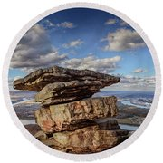 Umbrella Rock Overlooking Moccasin Bend Round Beach Towel