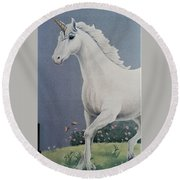 Unicorn Roaming The Grass And Flowers Round Beach Towel
