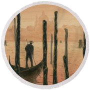 Venetian Gondolier In The Sunset Round Beach Towel