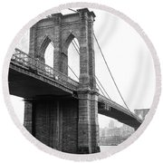 View Brooklyn Bridge With Foggy City In The Background Round Beach Towel