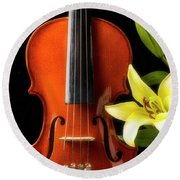 Violin And Lily Round Beach Towel