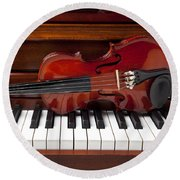 Violin On Piano Round Beach Towel