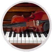 Violin On Piano Round Beach Towel