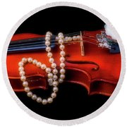 Violin With Pearls Round Beach Towel