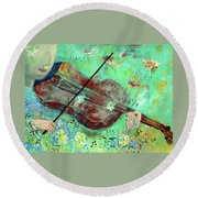 Violinist In The Garden Round Beach Towel
