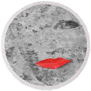 Voluminous Lips Round Beach Towel