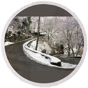 W Road In Winter Round Beach Towel
