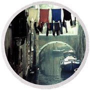 Washday In Venice Italy Round Beach Towel