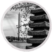 Washington Monument By Japanese Memorial Gift To Usa Round Beach Towel