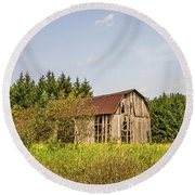 Weathered Barn Basking In The Summer Sun Round Beach Towel