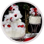 Wedding Cake And Red Roses Round Beach Towel