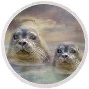 Wet And Wild Round Beach Towel by Wallaroo Images