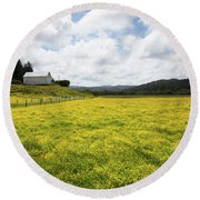 White Barn And Yellow Fields Round Beach Towel