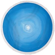 White Dot In Sea Of Blue Round Beach Towel