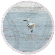 White Heron On The Beach Round Beach Towel