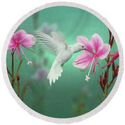 White Hummingbird And Pink Guara Round Beach Towel