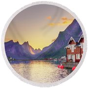 White Night In Reine Round Beach Towel