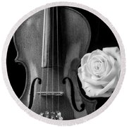 White Rose And Violin In Black And White Round Beach Towel