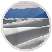 White Sands Hikers Round Beach Towel