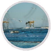 Wild Waves At Nags Head Round Beach Towel