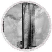 Williams Tower In Black And White Round Beach Towel