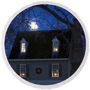 Williamsburg House In Moonlight Round Beach Towel