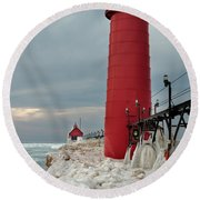 Winter At Grand Haven Lighthouse Round Beach Towel