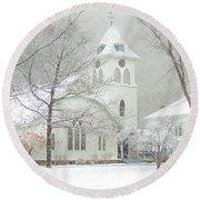 Winter By The Fairlee Church In Vermont Round Beach Towel